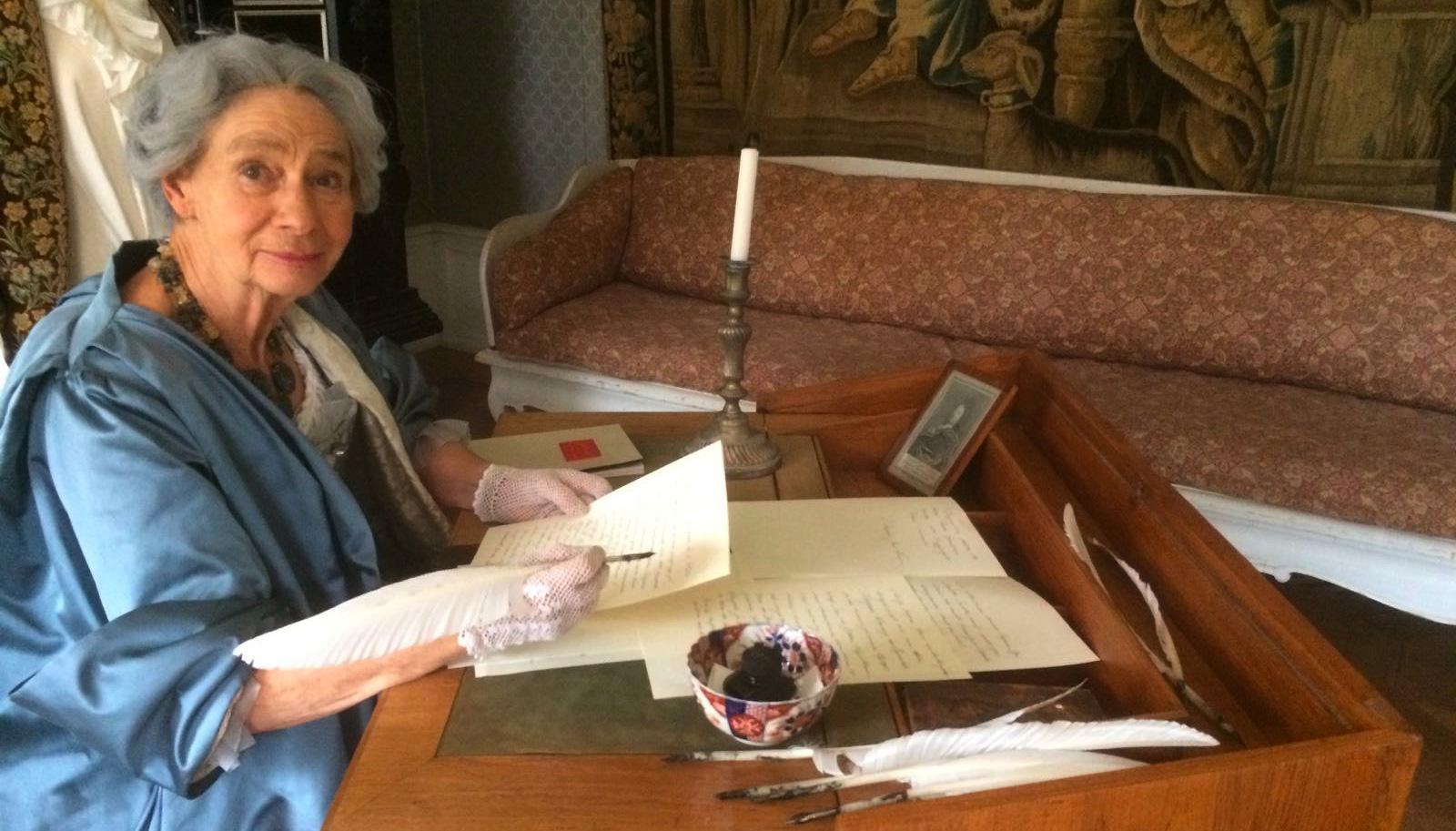 Christina Piper skriver brev (Bodil Mårtensson spelar till Christina)